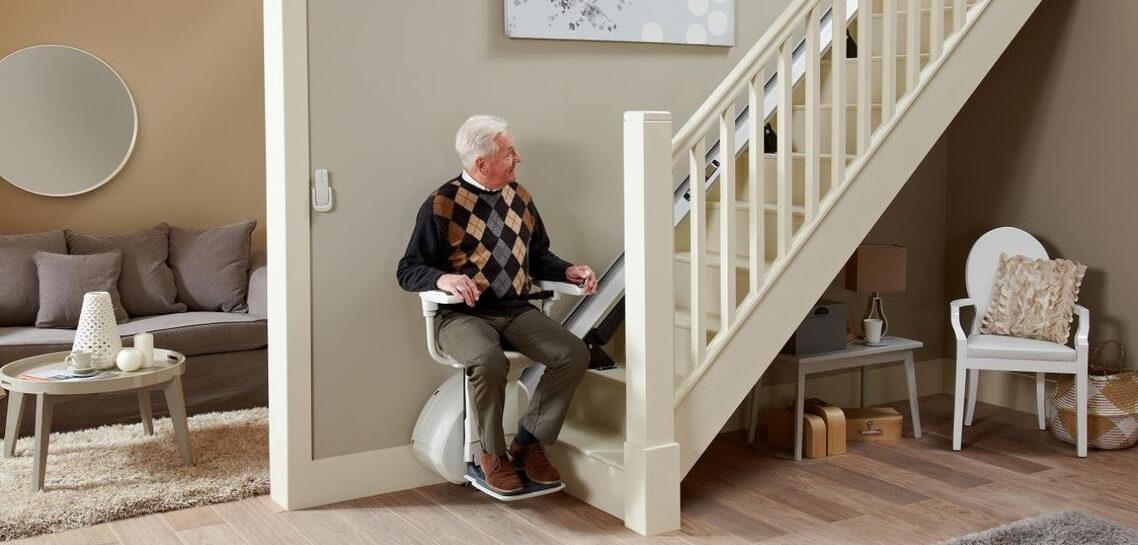 monte-escalier pour personnes âgées